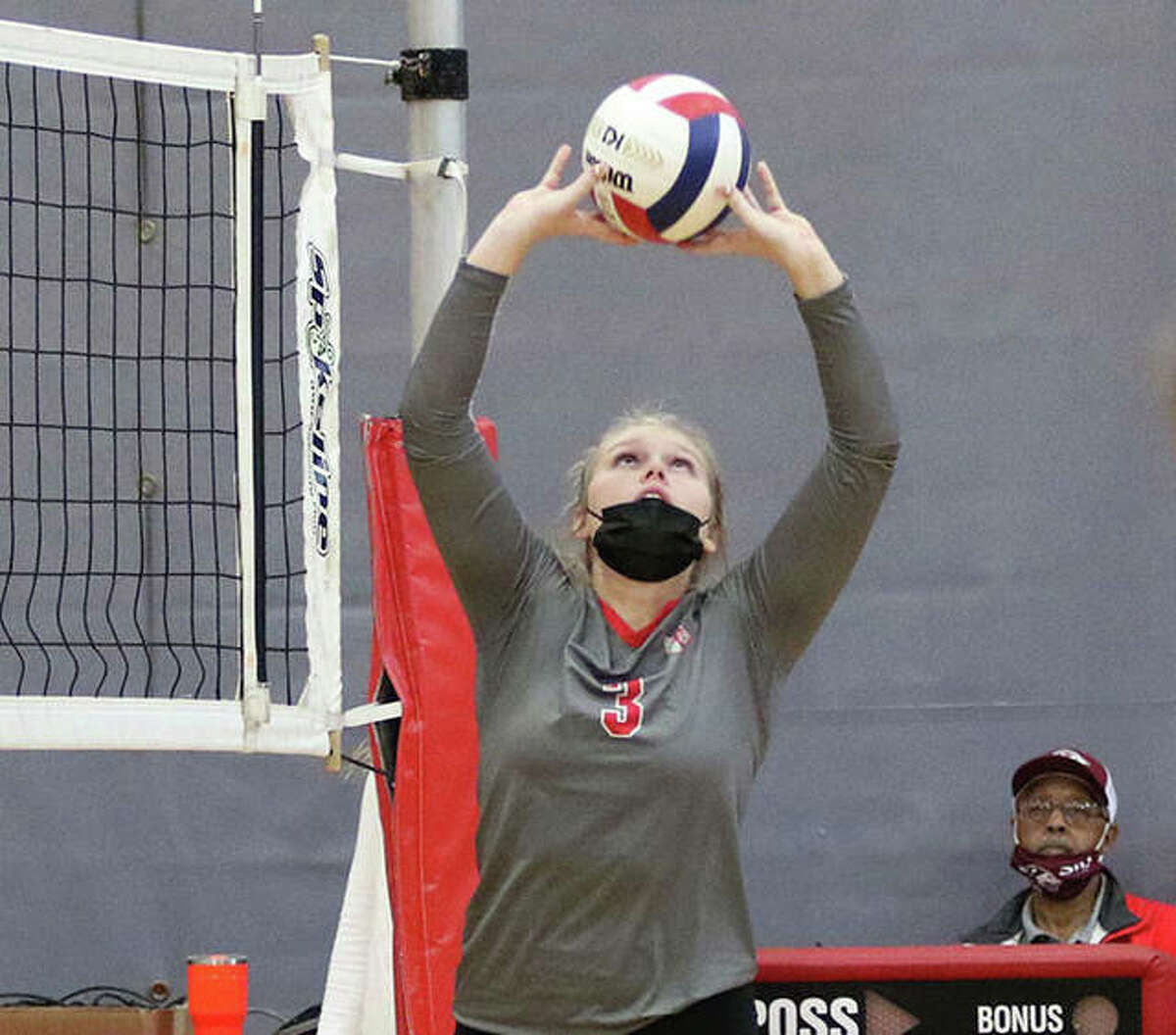 Alton's Taylor Freer had 21 assists in a three-set win for the Redbirds on Monday night.