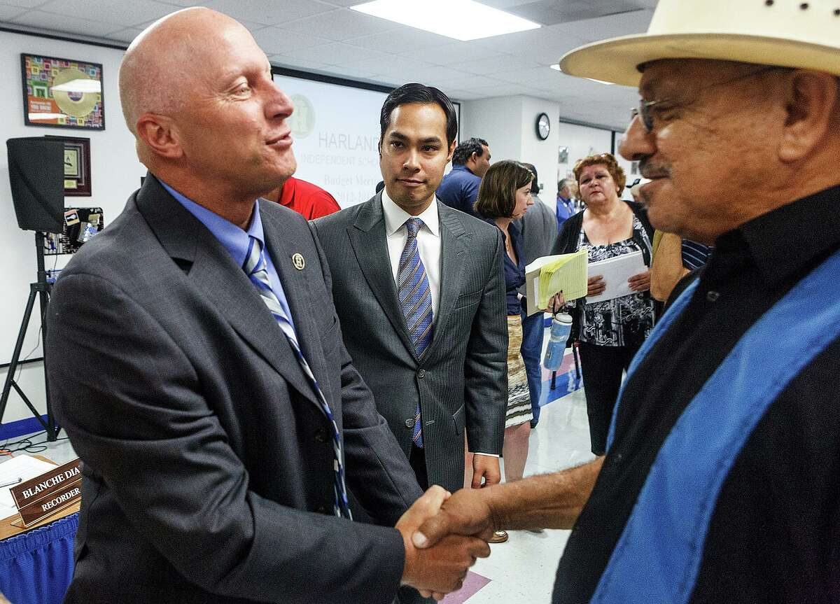Departing Harlandale ISD superintendent Robert Jaklich (left) shakes the hand of Vincent Huizar, a 1969 graduate, as Mayor Julian Castro looks on in 2012. Now retired, the veteran school leader was named SAISD's interim superintendent late Monday.