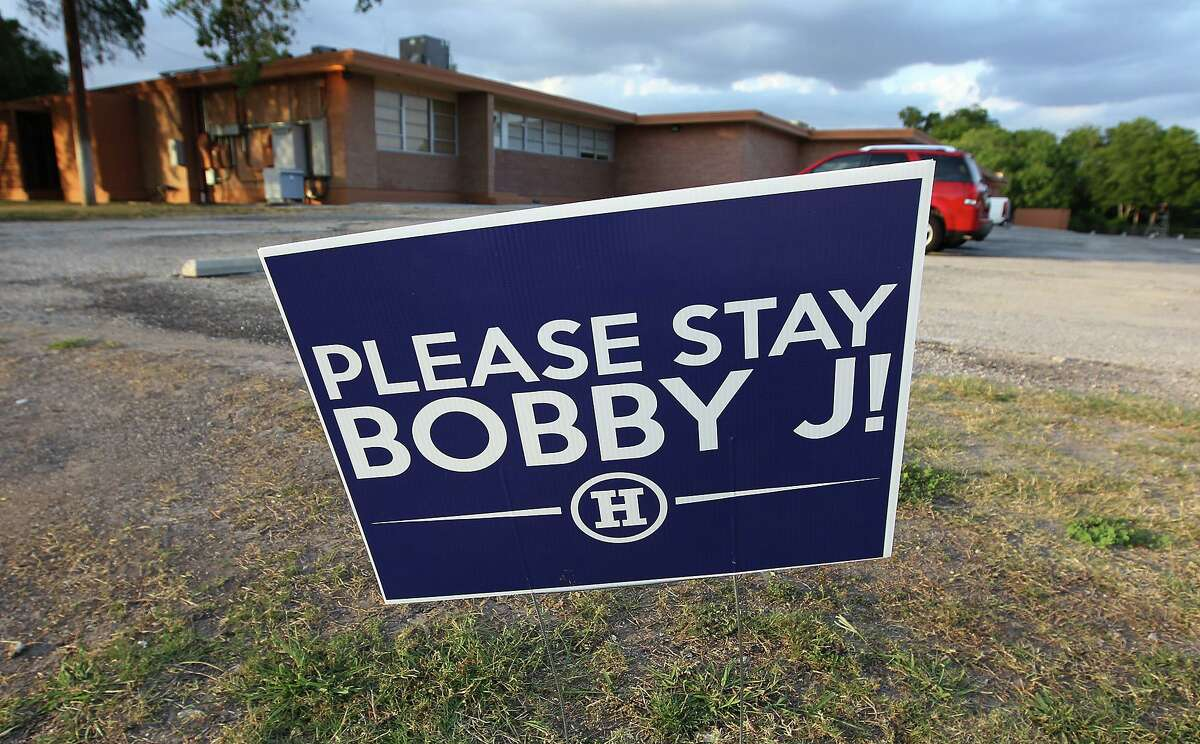A sign posted outside Harlandale ISD begging Superintendent Robert Jaklich not to resign in 2012. Now retired, the veteran school leader was named SAISD's interim superintendent late Monday.