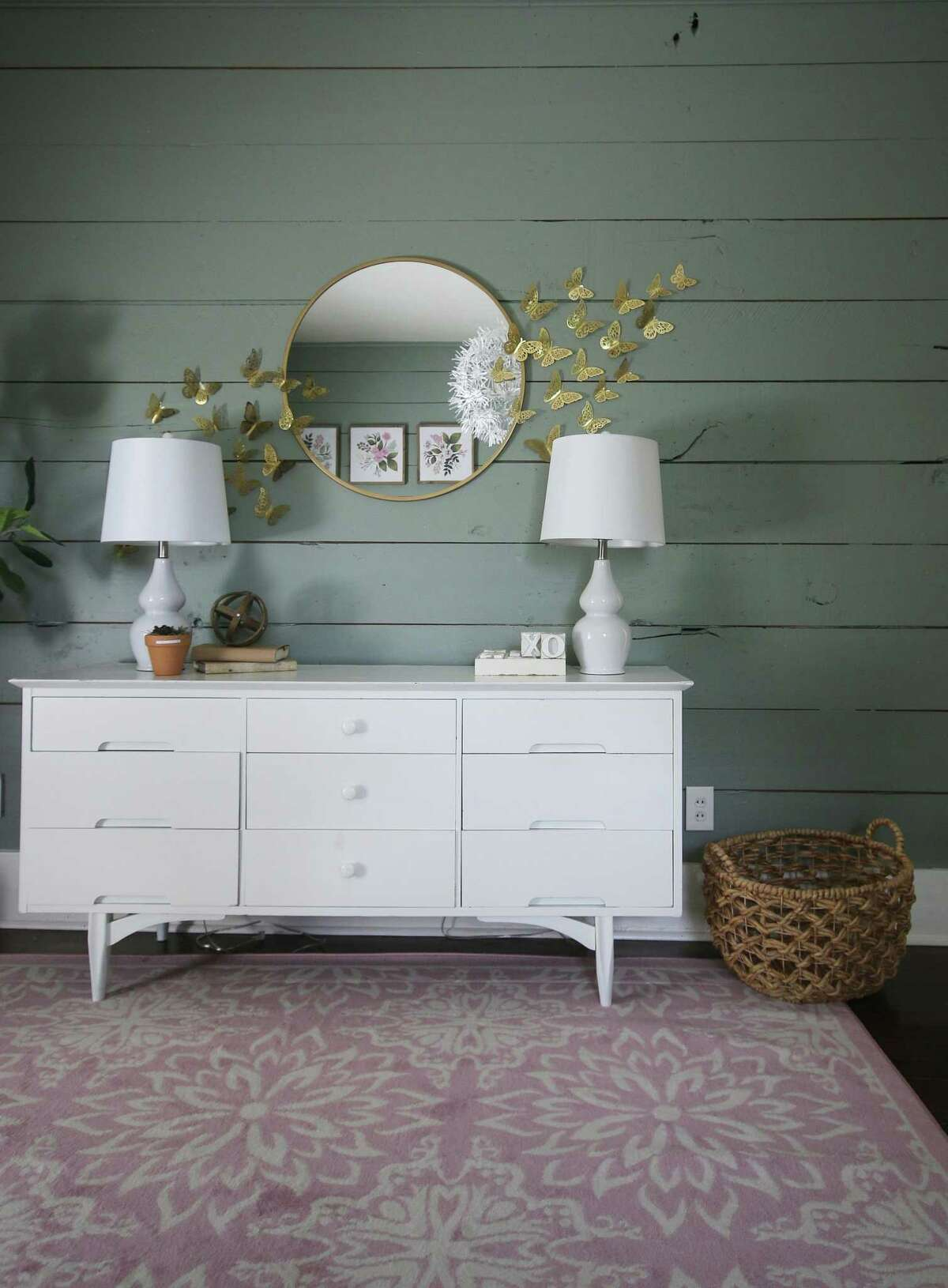"""Sherwin-Williams has chosen """"Evergreen Fog,"""" a sophisticated gray-green as its 2022 Color of the Year."""
