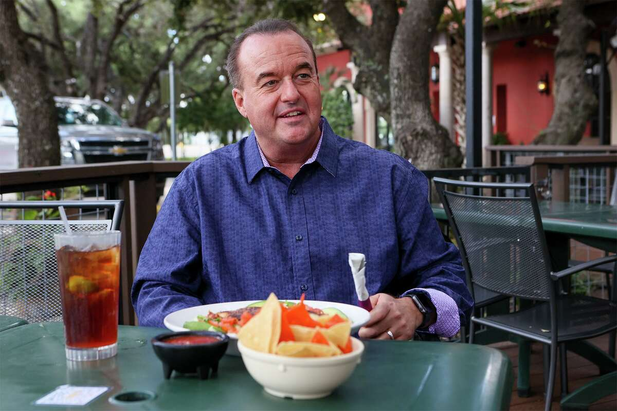 "WOAI-TV sports director and anchor Don Harris enjoys his favorite dish, En Salada Don Harris,"" at La Hacienda De Los Barrios on Redland Road."