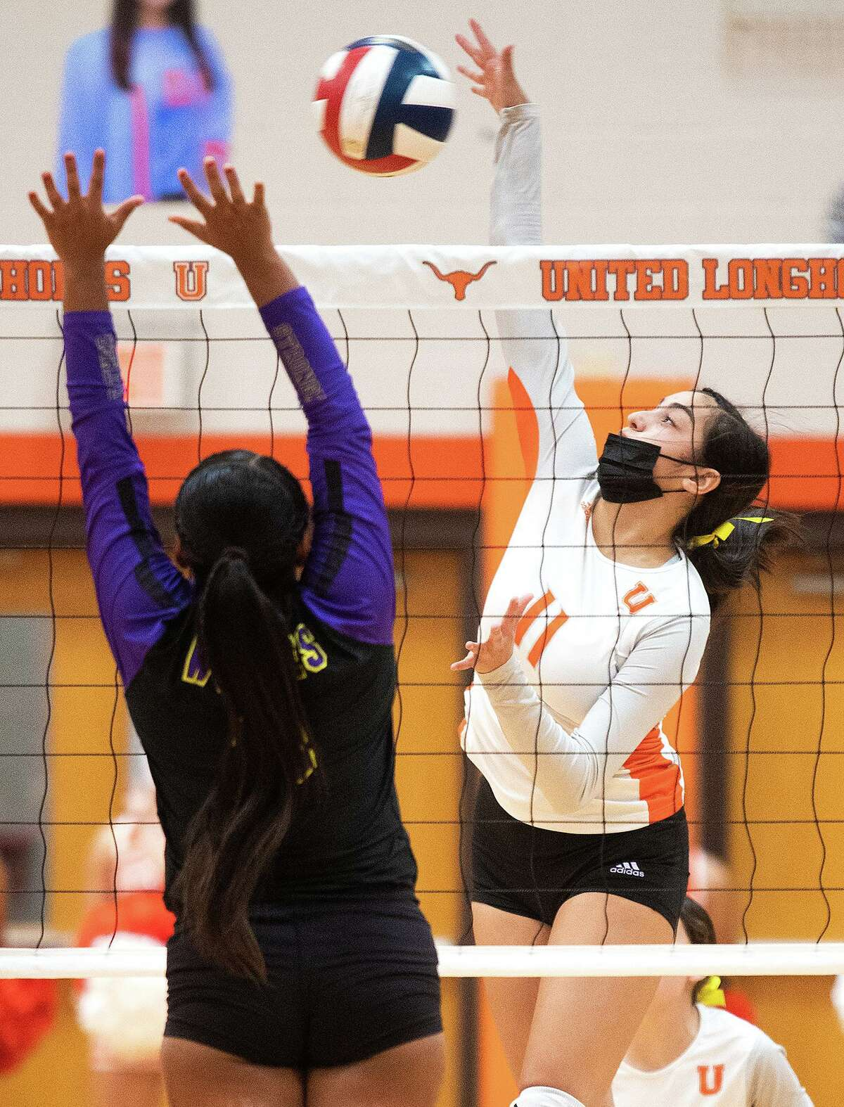 The United Lady Longhorns swept the LBJ Lady Wolves on Tuesday.