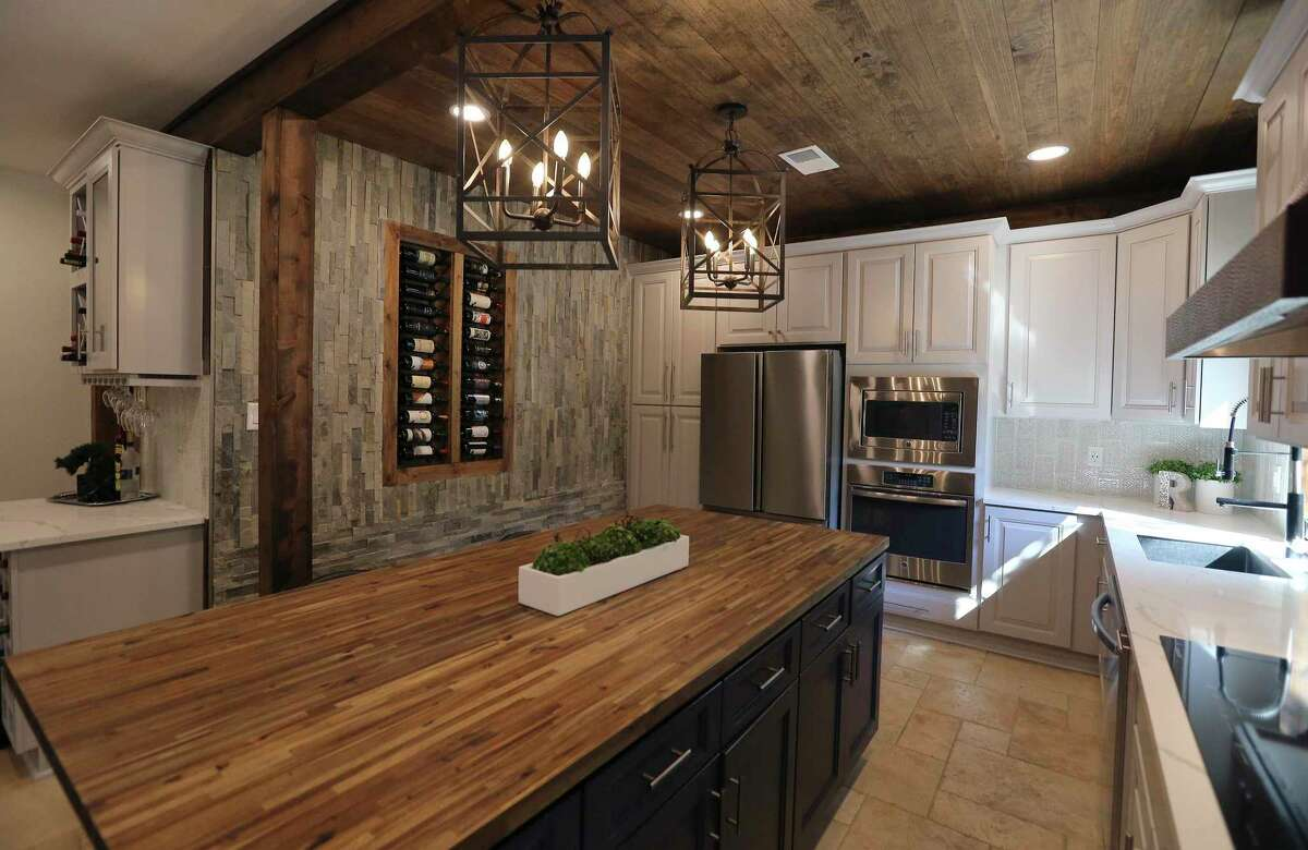 While Eddie and Chantal Rascon knew their newly purchased four-bedroom, 2 ½-bathroom house would require a lot of work throughout, their first priority was the kitchen.