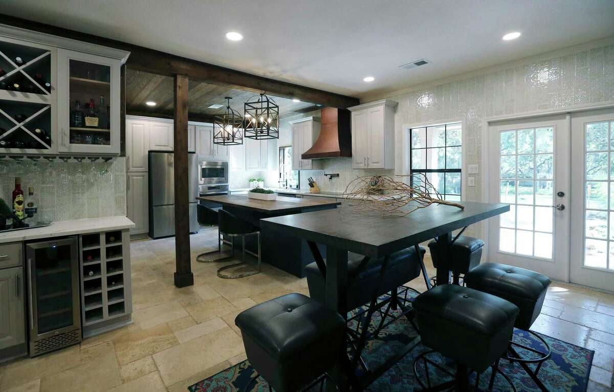 """When Eddie and Chantal Rascon decided to update the tired kitchen in their mid-'90s Helotes home, they boldly mixed things up to create a fascinating space best described as """"Old World but modern."""""""