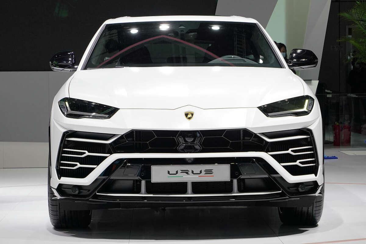 FILE: A Lamborghini Urus