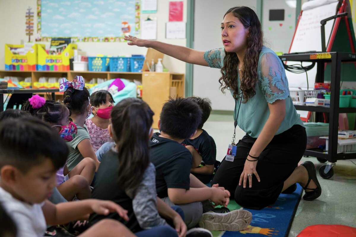 Kindergarten dual language teacher Yanelli Lopez works with her students at Vines Primary School in Aldine ISD Thursday, July 22, 2021 in Houston. The district, which now mandates masks in all of its buildings, is offering staff a one-time $500 incentive to get vaccinated against COVID-19.