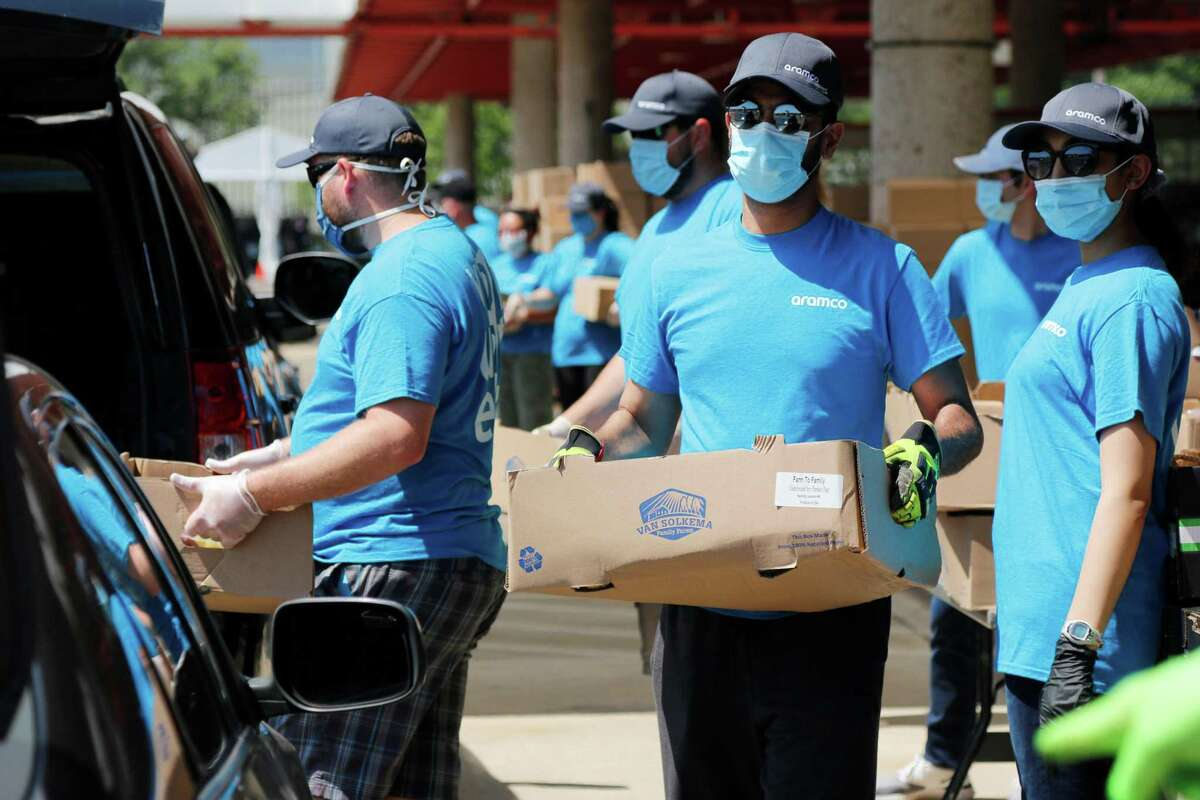Aramco Americas volunteers distribute food at a Houston Food Bank distribution for the city's northwest community.