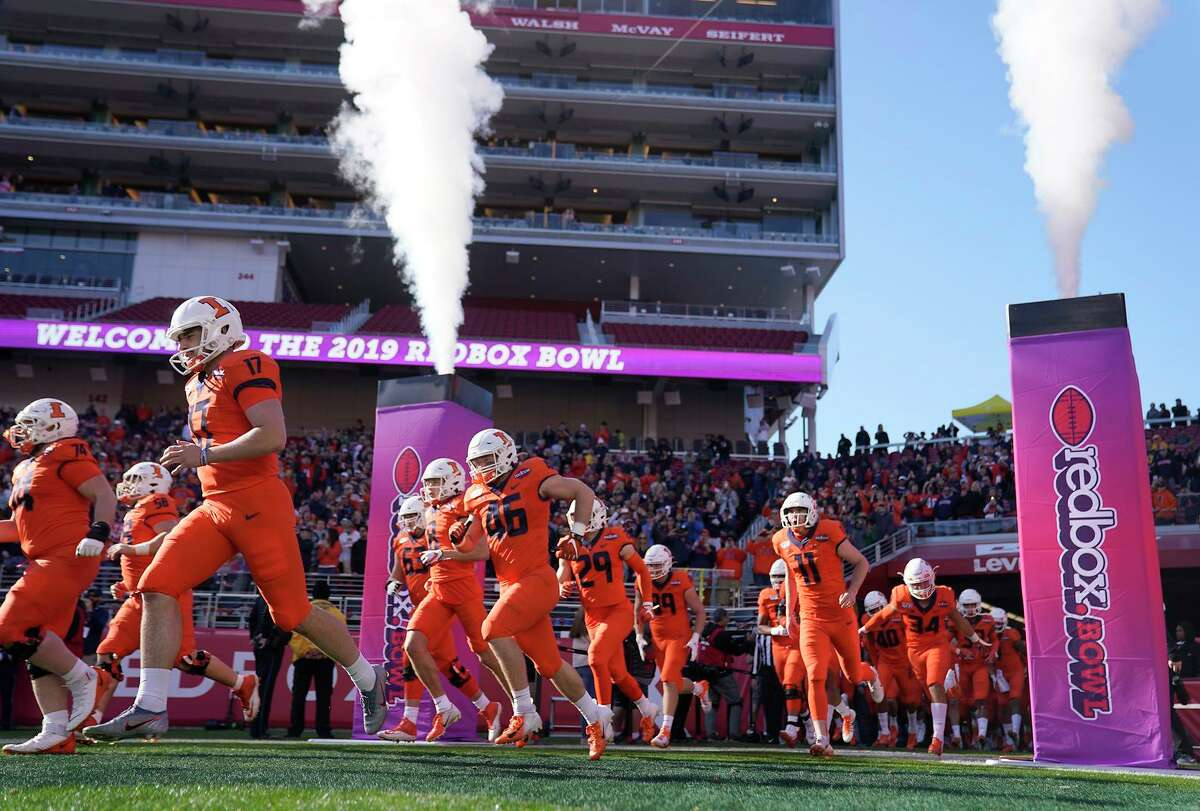 Illinois players take to the field to face Cal at Levi's Stadium for the most recent Redbox Bowl in 2019.