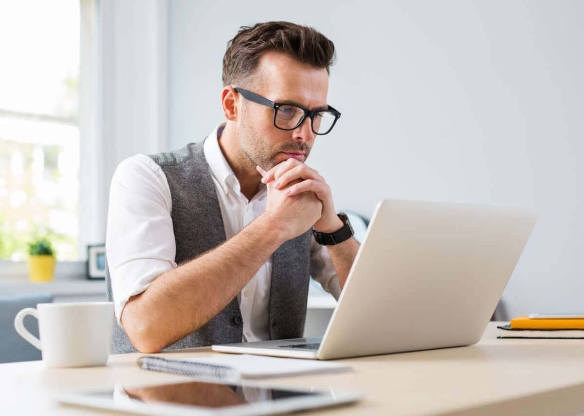 Set clear limits and boundaries In a survey of 7,500 full-time employees, a full 44% reported feeling burned out sometimes while nearly a quarter reported feeling burned out always or often, according to a 2018 Gallup study. Limits and boundaries in the workplace are especially important for those who work from home, as the lines between work and home life often blur. Setting boundaries can be as simple as making sure not to connect your phone to your work email or to avoid checking work emails between certain evening hours to shift focus to family or personal time. Realizing when and how to delegate responsibilities is also a necessity when boundary-setting.