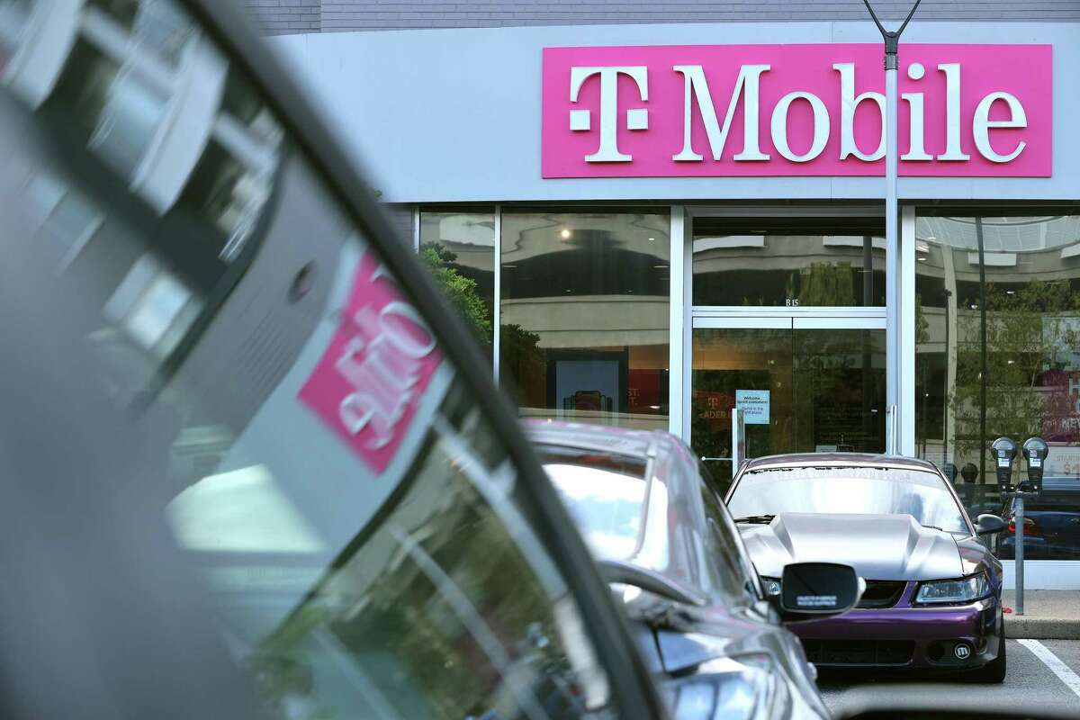 Dr. Mac did some comparison shopping at T-Mobile in pursuit of Apple's newest iPhone.