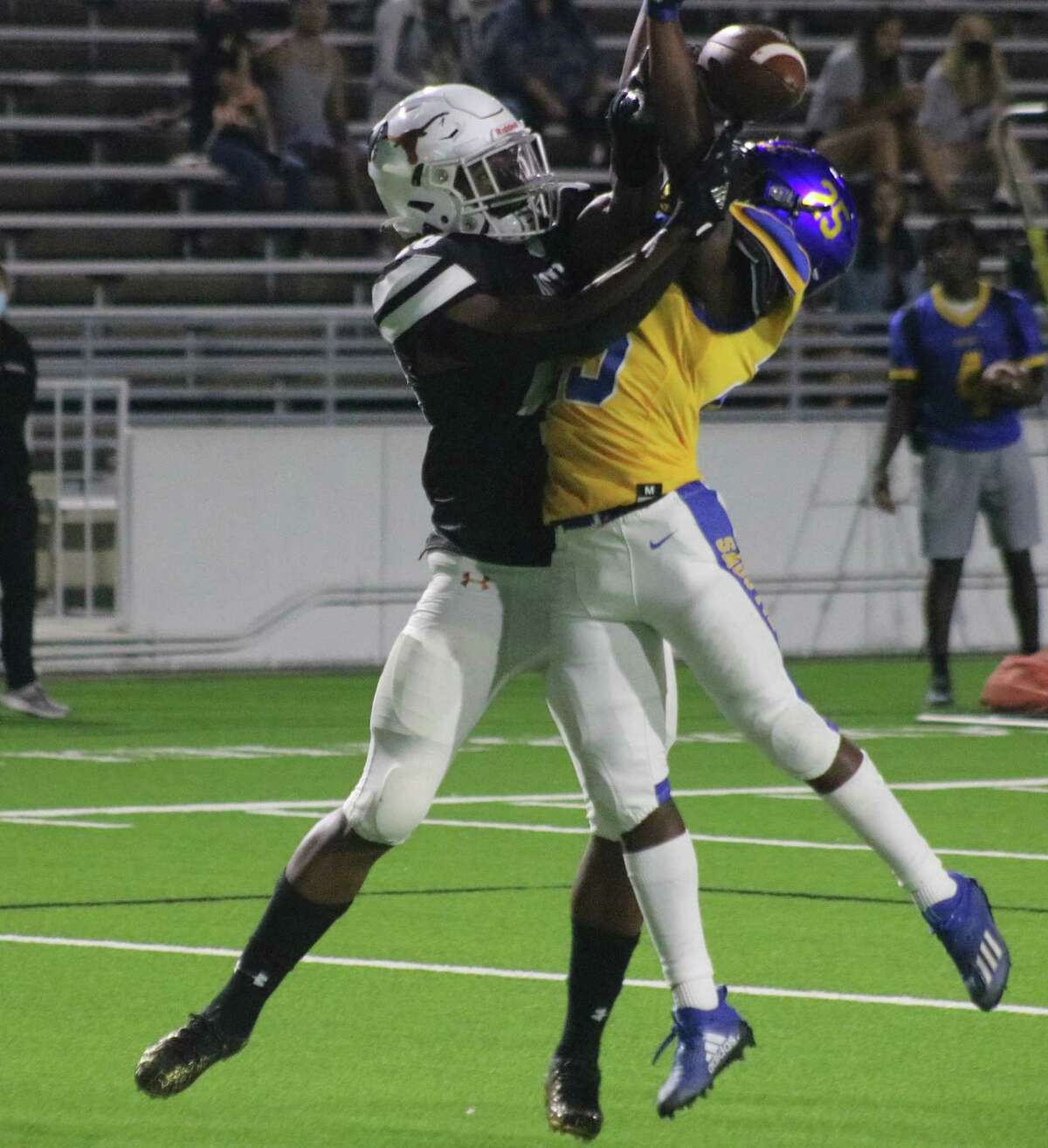 Dobie's Kyrie Sherman is unable to gather this pass in, but Channelview was whistled for pass interference, depositing the Longhorns on the 16-yard line. Three plays later, Terrand Booker was putting Dobie in front to stay at 28-21.