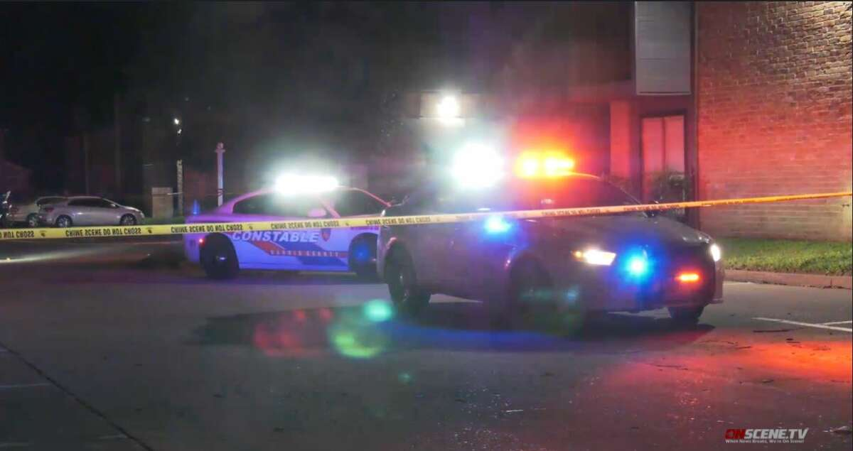 A man died after he was shot outside an apartment complex in north Houston Thursday night, according to the Harris County Sheriff's Office.