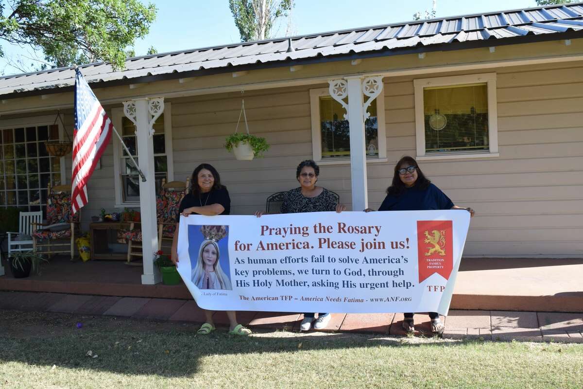Leticia Liscano (left),Paula Basaldua (center) andEster Salas-Martinez are planning a Rosary Rally for Oct. 16 at 7th Street Park near the Girl Scout building.