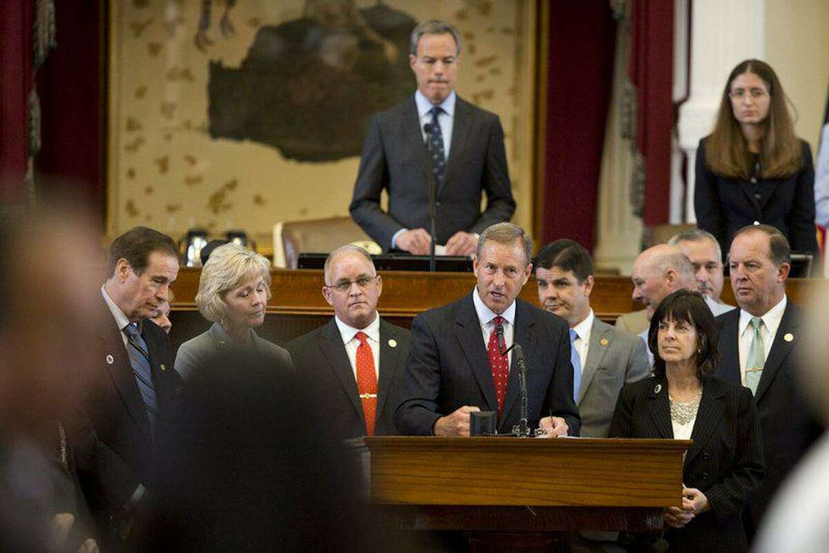 State Rep. Jim Murphy, R-Houston, speaks at the front mic of the Texas House.