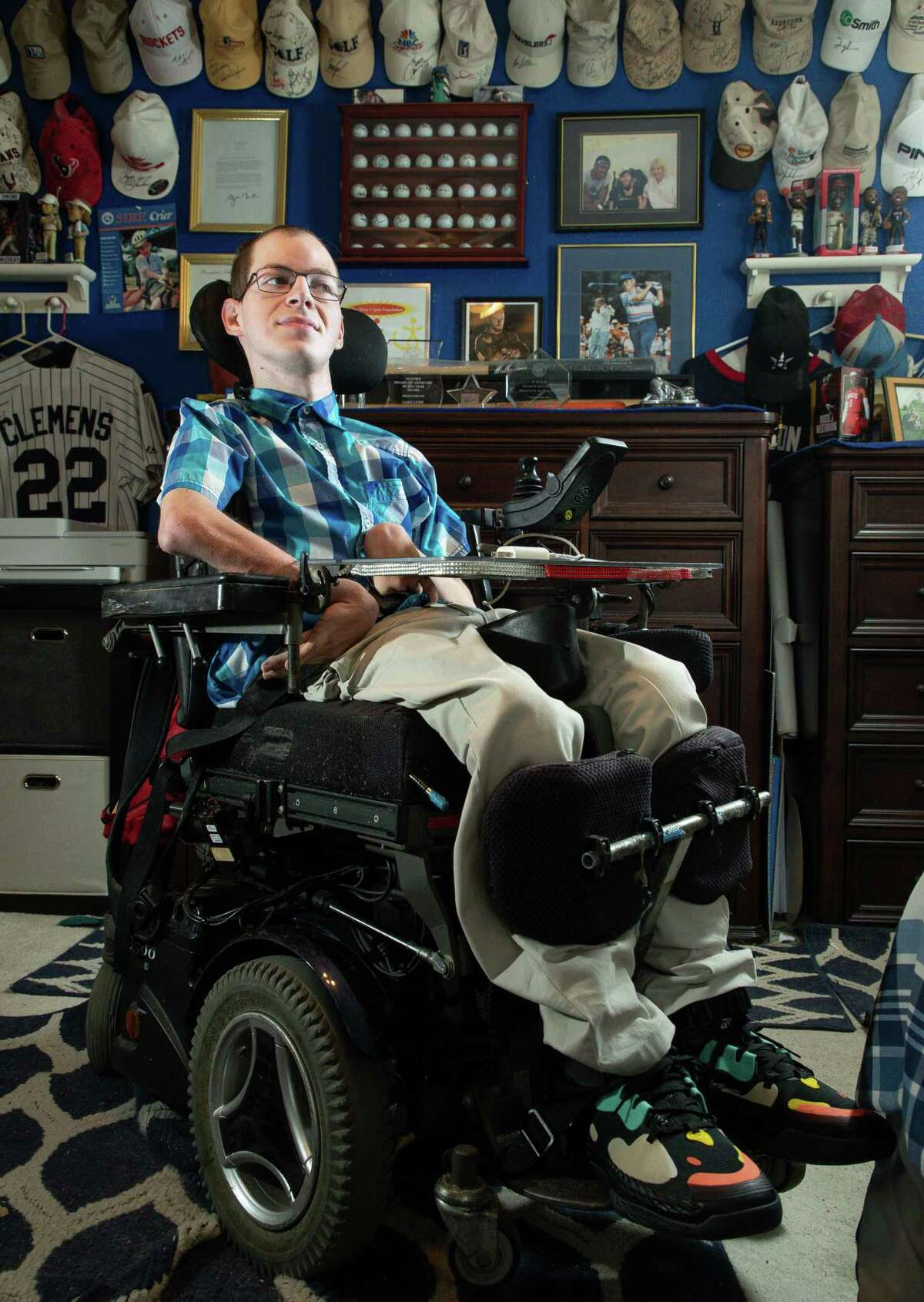 The size and complexity of wheelchairs such as Gary Lynn's might make it difficult for caregivers to administer the Heimlich maneuver.