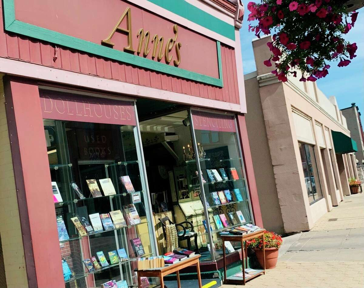 Anne's Bookstore on River Street. Some Manistee small businesses are not as opposed to the vaccine mandates as the rest of the state is. (Jeff Zide/News Advocate)