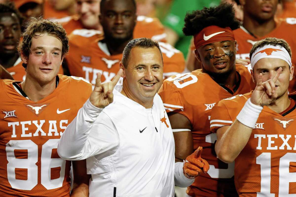 AUSTIN, TEXAS - SEPTEMBER 18: Head coach Steve Sarkisian of the Texas Longhorns sings The Eyes of Texas with the team after the game against the Rice Owls at Darrell K Royal-Texas Memorial Stadium on September 18, 2021 in Austin, Texas. (Photo by Tim Warner/Getty Images)