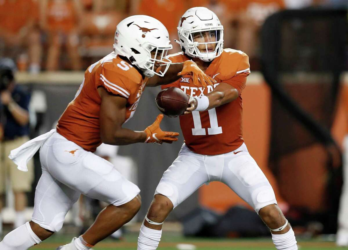 AUSTIN, TEXAS - SEPTEMBER 18: Casey Thompson #11 of the Texas Longhorns hands the ball to Bijan Robinson #5 in the first half against the Rice Owls at Darrell K Royal-Texas Memorial Stadium on September 18, 2021 in Austin, Texas. (Photo by Tim Warner/Getty Images)