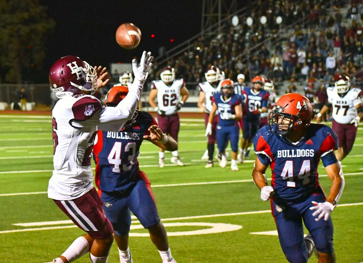 Plainview suffered a 34-28 loss to Hereford in a non-district football game on Friday in Greg Sherwood Memorial Bulldog Stadium.