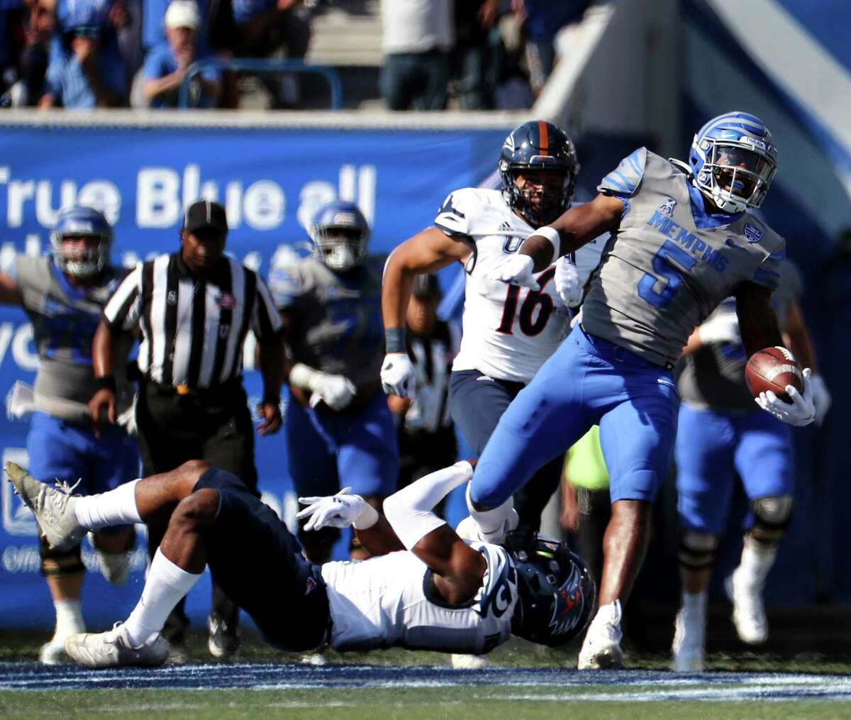 The UTSA defense tries to stop tight end Sean Dykes during Saturday's game. The Roadrunners ended Memphis' 17-game home winning streak.