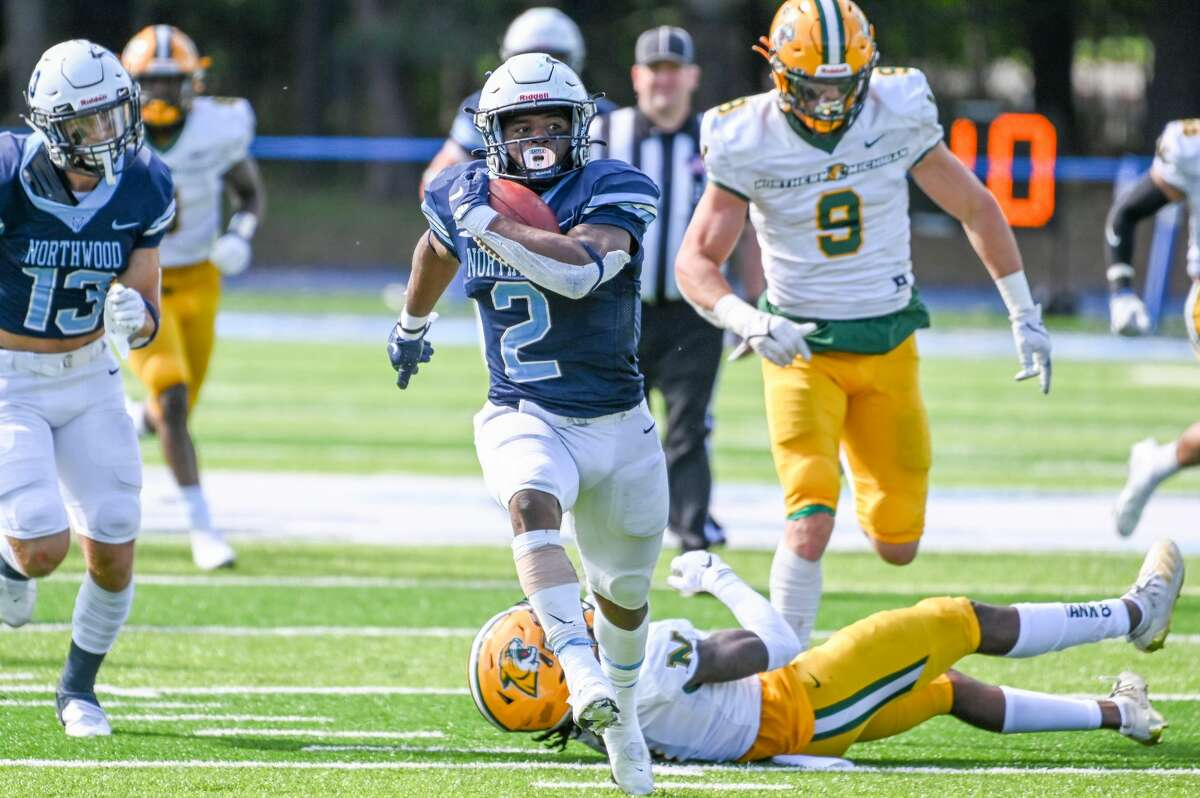 Northwood's Cashual Goldsmith breaks away for a long touchdown run during Saturday's 37-20 win over Northern Michigan, Sept. 25, 2021.
