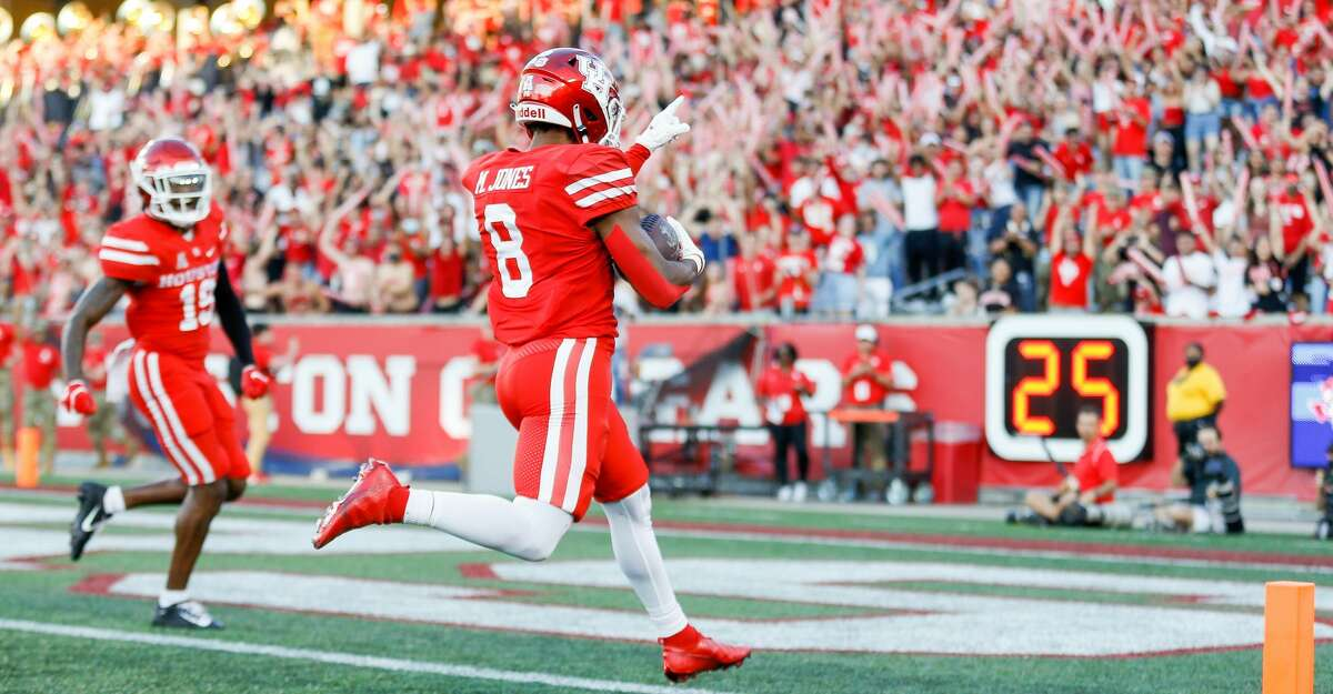 Houston Cougars cornerback Marcus Jones (8) returns a punt for a 73-yard touchdown against the Navy Midshipmen during the first quarter of an NCAA game at TDECU Stadium on Saturday, Sept. 25, 2021, in Houston.