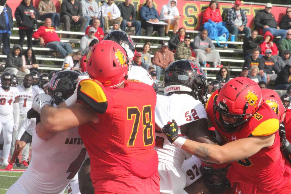 No. 2-ranked Ferris State improved to 4-0 on Saturday with a 38-0 blanking over Davenport University.