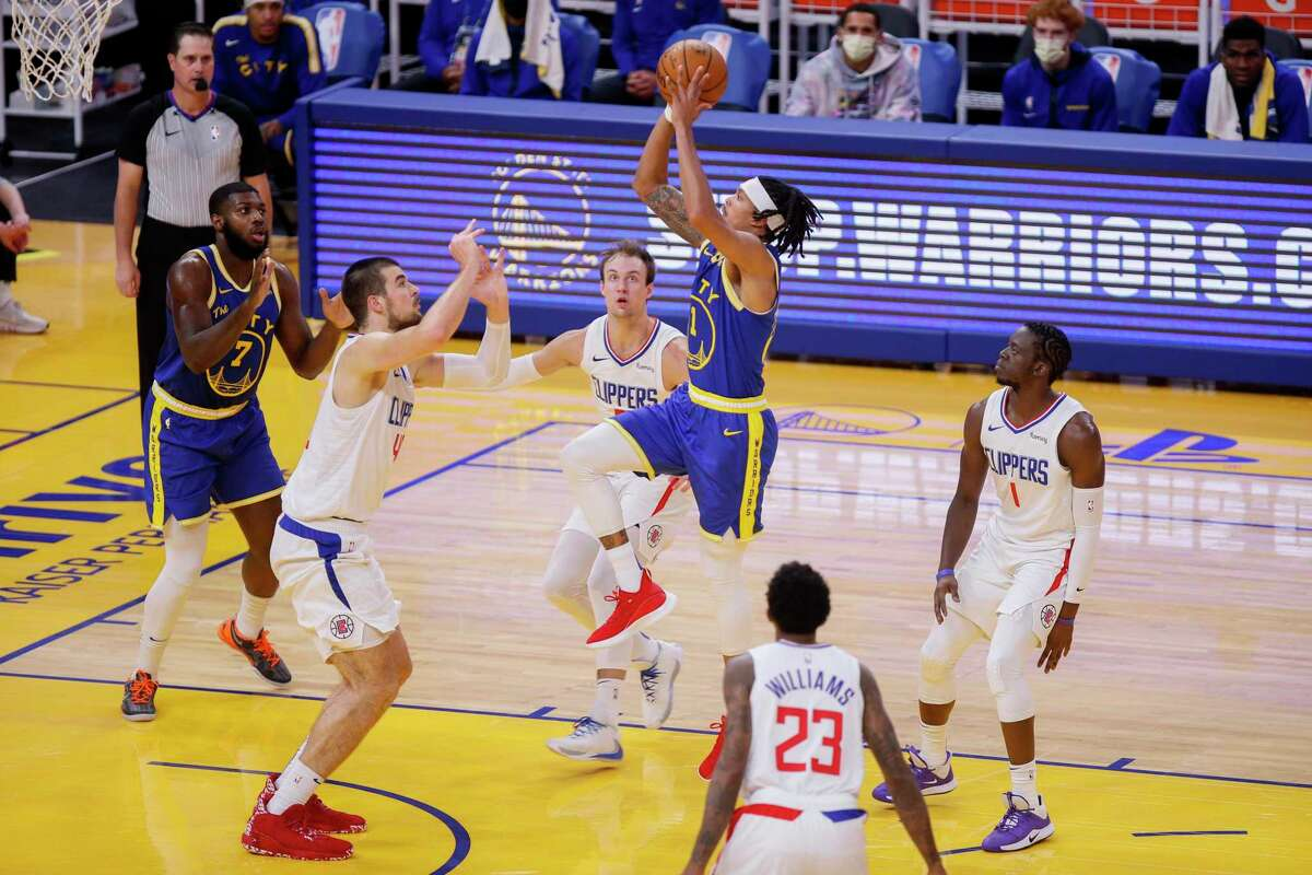 Golden State Warriors guard Damion Lee (1) drives to the hoop against the LA Clippers in the second quarter during an NBA game at Chase Center, Friday, Jan. 8, 2021, in San Francisco, Calif.