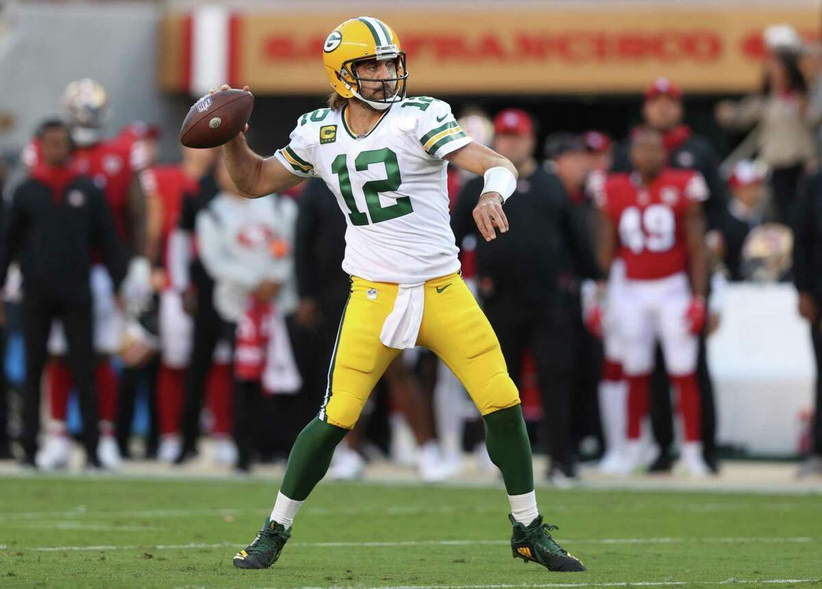 SANTA CLARA, CALIFORNIA - SEPTEMBER 26: Aaron Rodgers #12 of the Green Bay Packers throws a pass during the first half against the San Francisco 49ers in the game at Levi's Stadium on September 26, 2021 in Santa Clara, California. (Photo by Ezra Shaw/Getty Images)