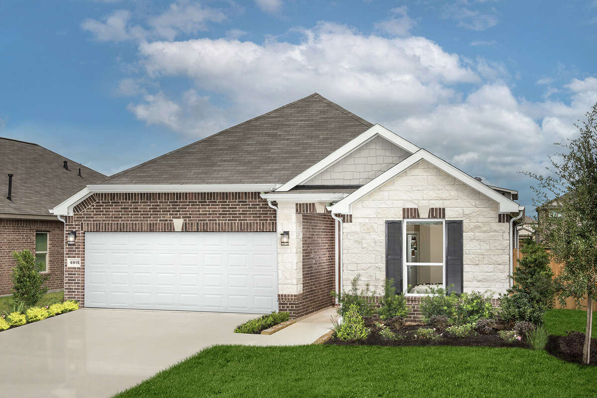 Home prices in Glendale Lakes, a new community by KB Home in Rosharon, start in the $250,000s.