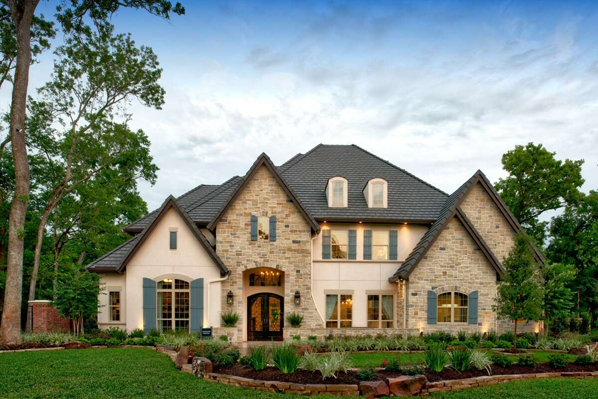 Former Houston Astros outfielder and 2017 World Series MVP, George Springer, has listed his Sienna home for $1.8 million.