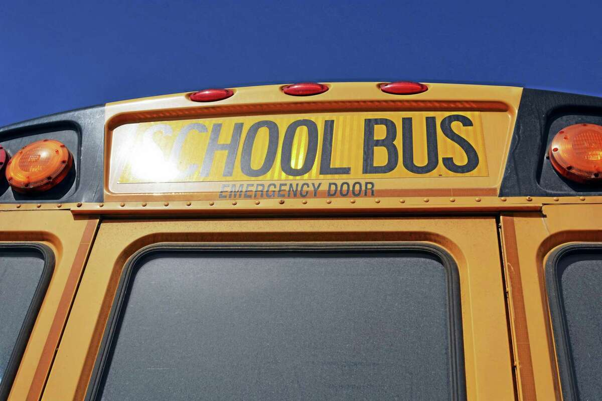 Connecticut Shoreline school districts reported no issues with bus transportation Monday when the governor's COVID vaccine mandate took effect.