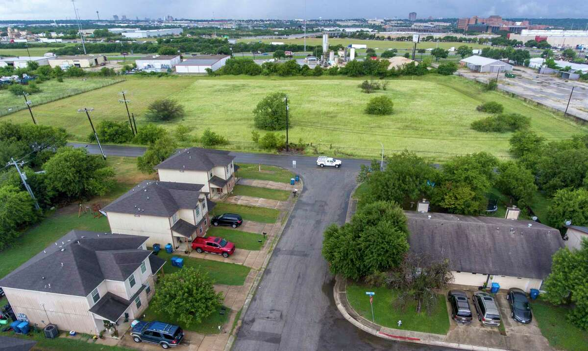 Homes in Kirby sit near a concrete plant. Readers criticize the Texas Commission on Environmental Quality for not limiting the potentially harmful emissions from hundreds of plants that supply wet concrete.
