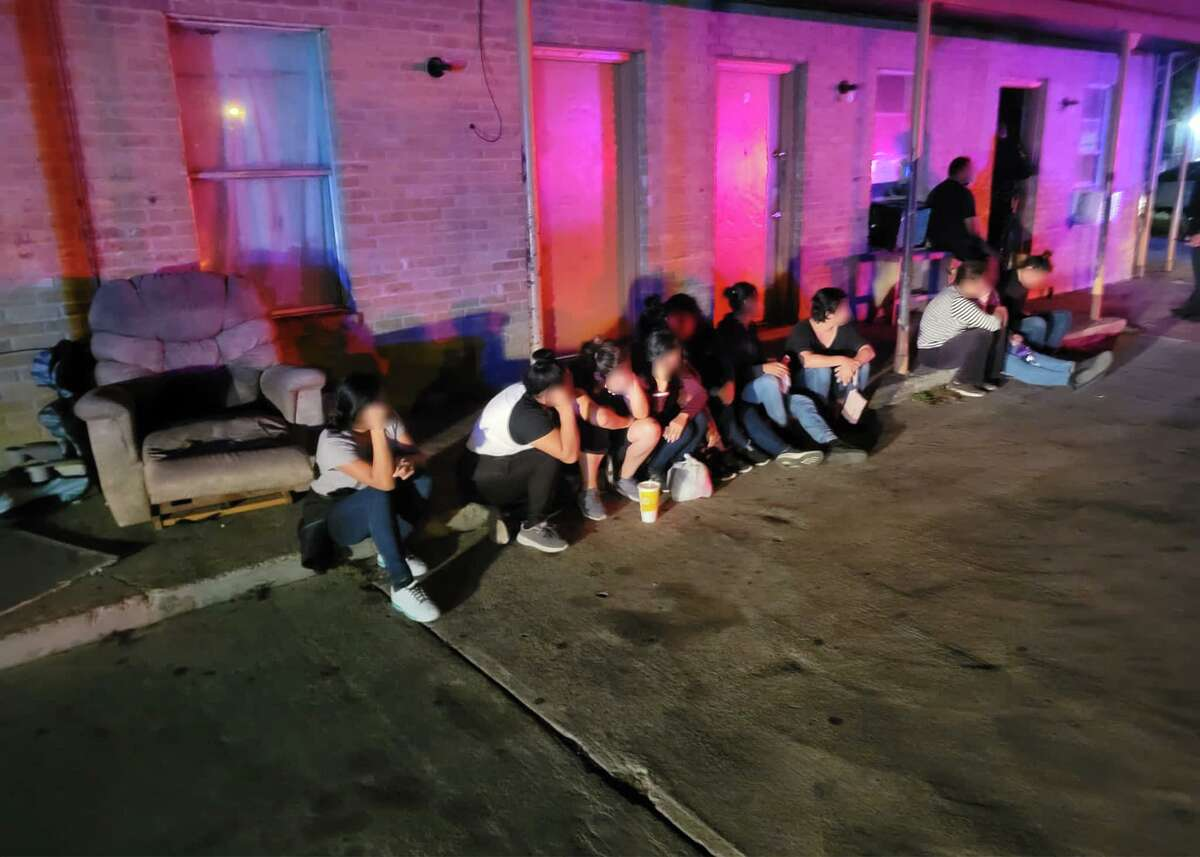 U.S. Border Patrol agents along with local law enforcement officials apprehended nearly 100 migrants at various locations throughout Laredo.