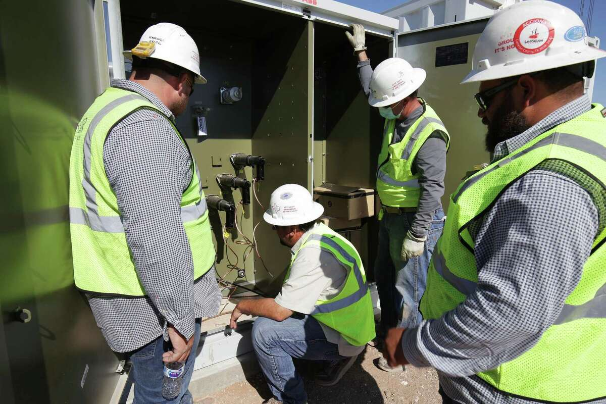 Workers install new utility-scale batteries at the new Broad Reach Power in Odessa.