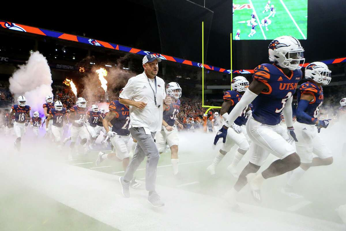 """UTSA coach Jeff Traylor, left, says his players are """"a great cause"""" that those in the community need to get behind as the Roadrunners aim to go 5-0 against UNLV on Saturday at the Alamodome."""