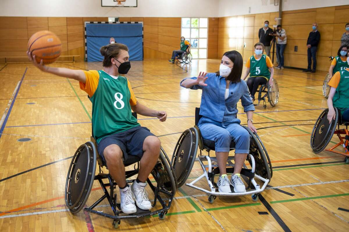 Actor Sandra Riess and kids of the Bavarian disabled school for children playing wheelchair basketball. (Photo by Hannes Magerstaedt/Getty Images)