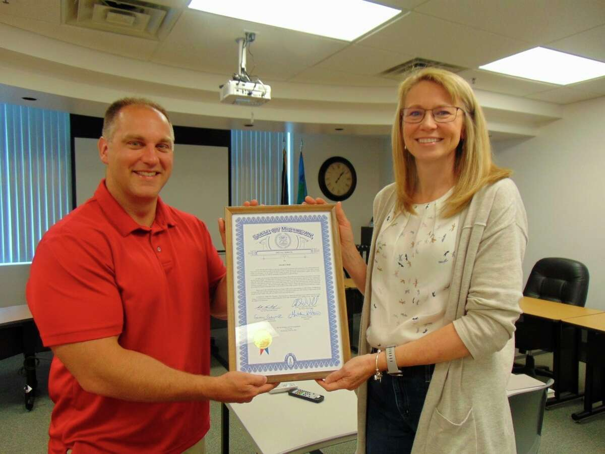 Scott VanSingel, R-Grant, presents Shari Gibbs a certificate of recognition from the state for her years of service to the Lake County Clerk/Register of Deeds Office as chief deputy clerk. (Star photo/Shanna Avery)