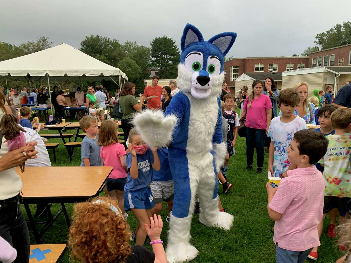 Despite the rain, students were able to enjoy an outdoor dance party with DJ, Kona Ice Truck, hotdogs and pizza at the annual Hindley Bash, which welcomes students back to school.