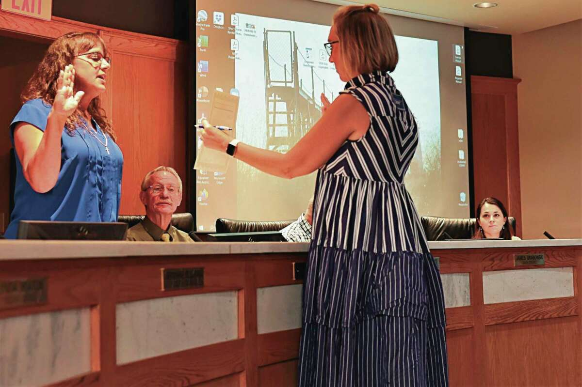 Manistee City Clerk Heather Pefley(right) administers the oath of office to third district council member Cindy Lundberg during a Manistee City Council meeting on Aug. 5 (File Photo)