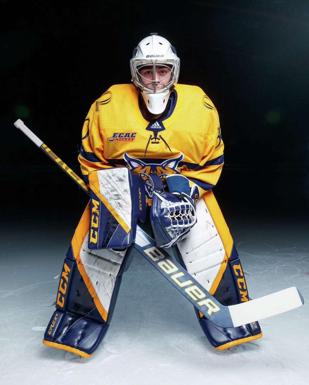 Quinnipiac University women's ice hockey goaltender Corinne Schroeder, 2021-2022 season.