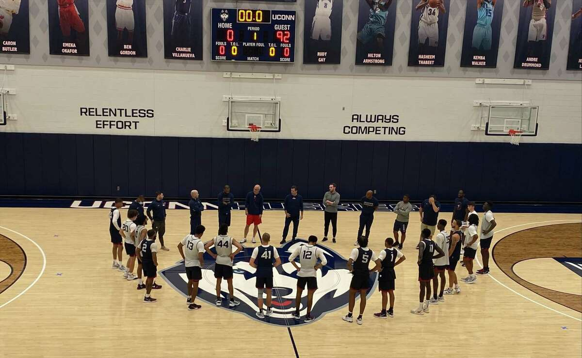 UConn men's basketball coach Dan Hurley meets with his team during the Huskies' first practice on Sept. 28, 2021 in Storrs, Conn.