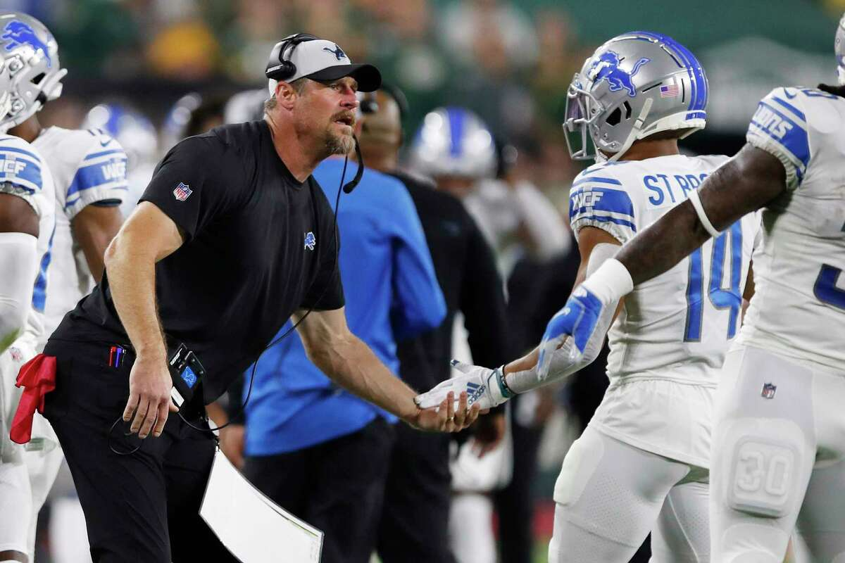 GREEN BAY, WISCONSIN - SEPTEMBER 20: Head coach Dan Campbell of the Detroit Lions celebrates a touchdown with players during the first quarter against the Green Bay Packers at Lambeau Field on September 20, 2021 in Green Bay, Wisconsin. (Photo by Wesley Hitt/Getty Images)