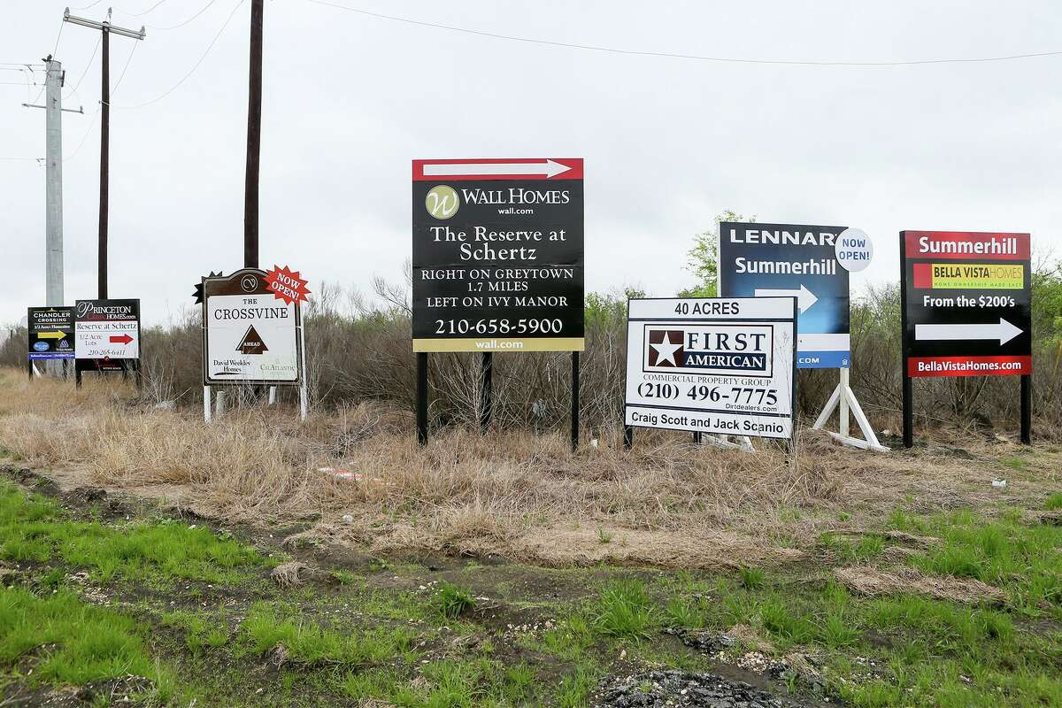 Signs pointing to new development on Graytown Road off Loop 1604 in 2017. Today, the Texas Department of Transportation has proposed an expansion of the loop highway in that area. MARVIN PFEIFFER/ mpfeiffer@express-news.net