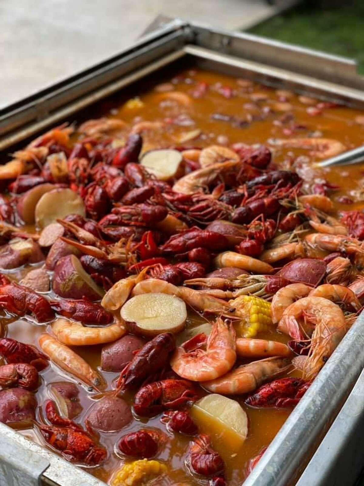 Crawfish boil from Cravorites