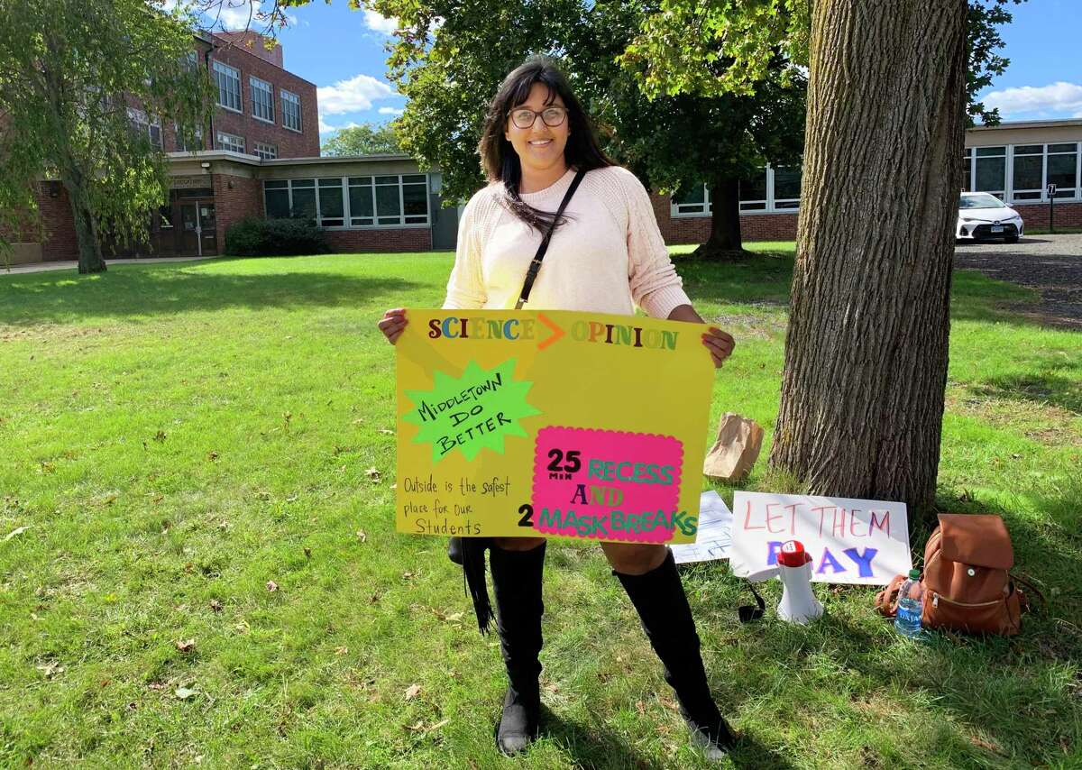 """Middletown parent Amy Webster organized a peaceful protest Sept. 29 at the Board of Education administration building at 311 Hunting Hill Ave. Her goal was to """"take a stand"""" in requesting members to reinstate a 25-minute recess for elementary school students."""