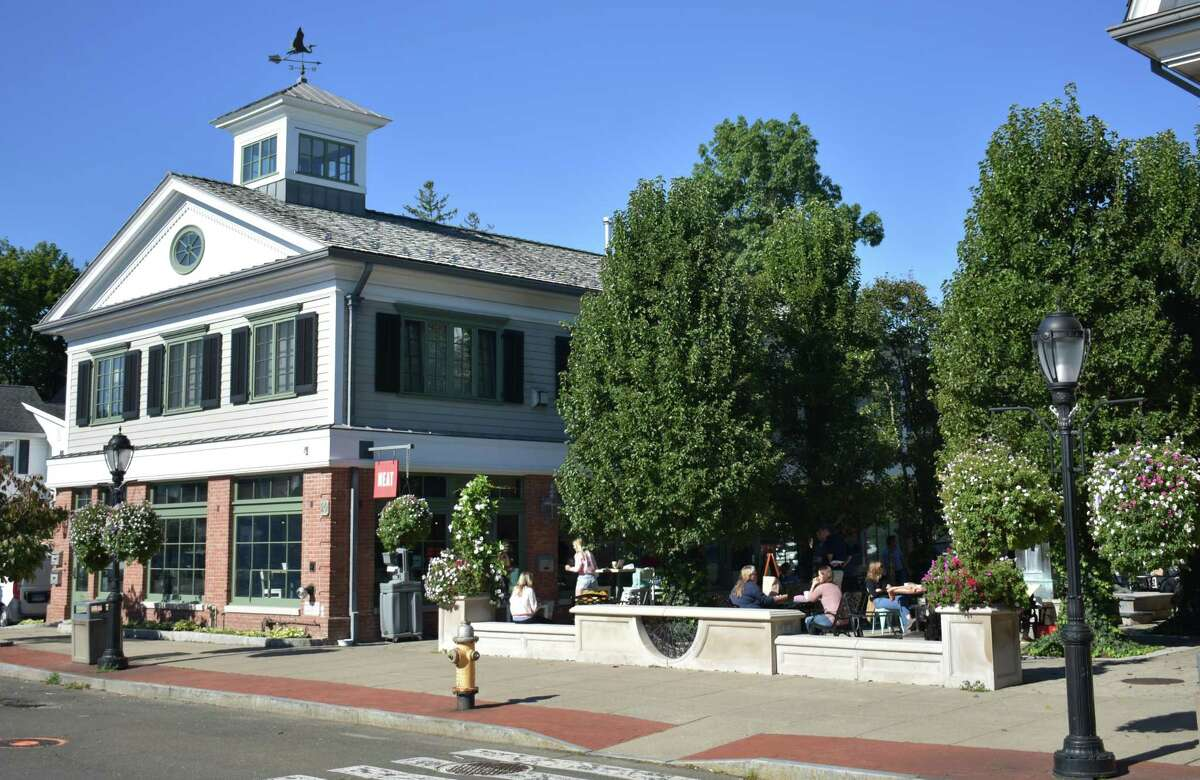 A busy patio at NEAT Coffee on Grove Street in Darien, Conn., on Sept. 29, 2021.