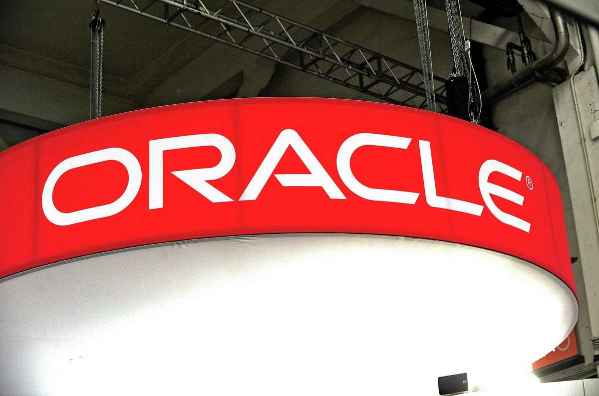The California Supreme Court on Wednesday let stand a large damage award from Oracle to Hewlett-Packard.