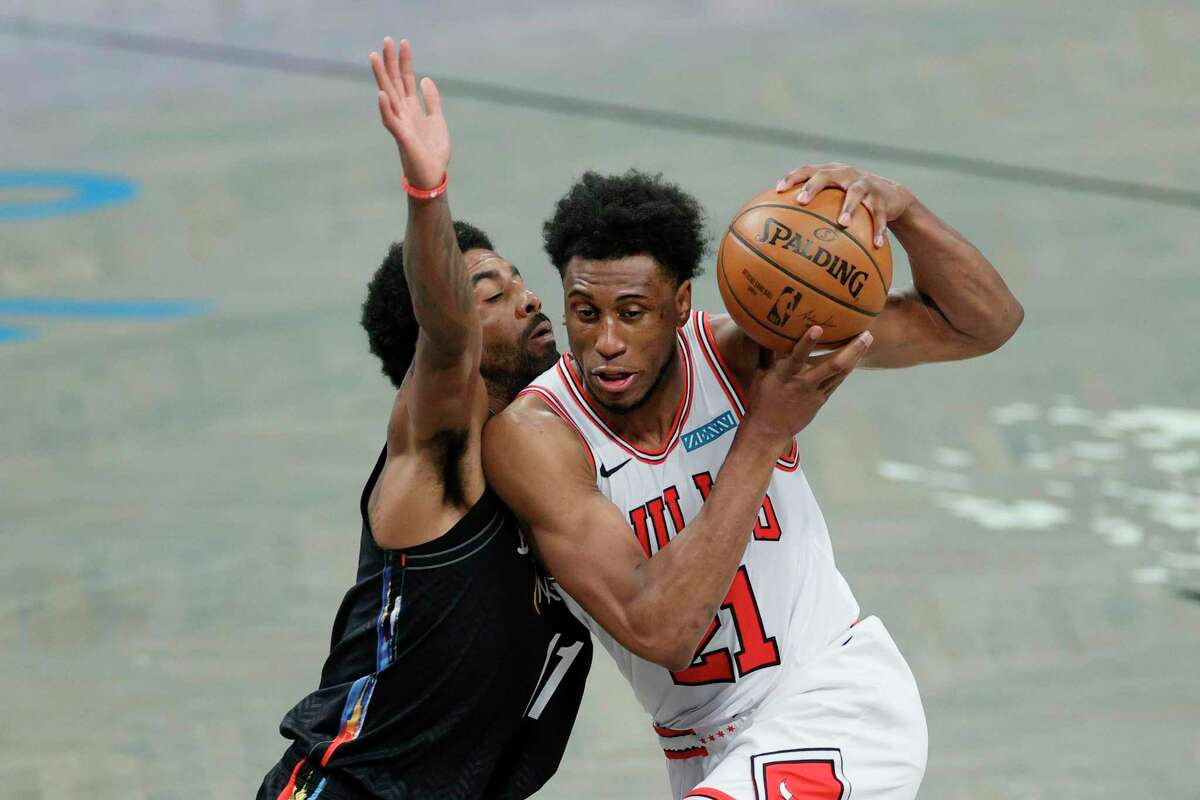 New Spurs player Thaddeus Young, right, averaged 12.1 points and 6.2 rebounds for the Chicago Bulls last season.