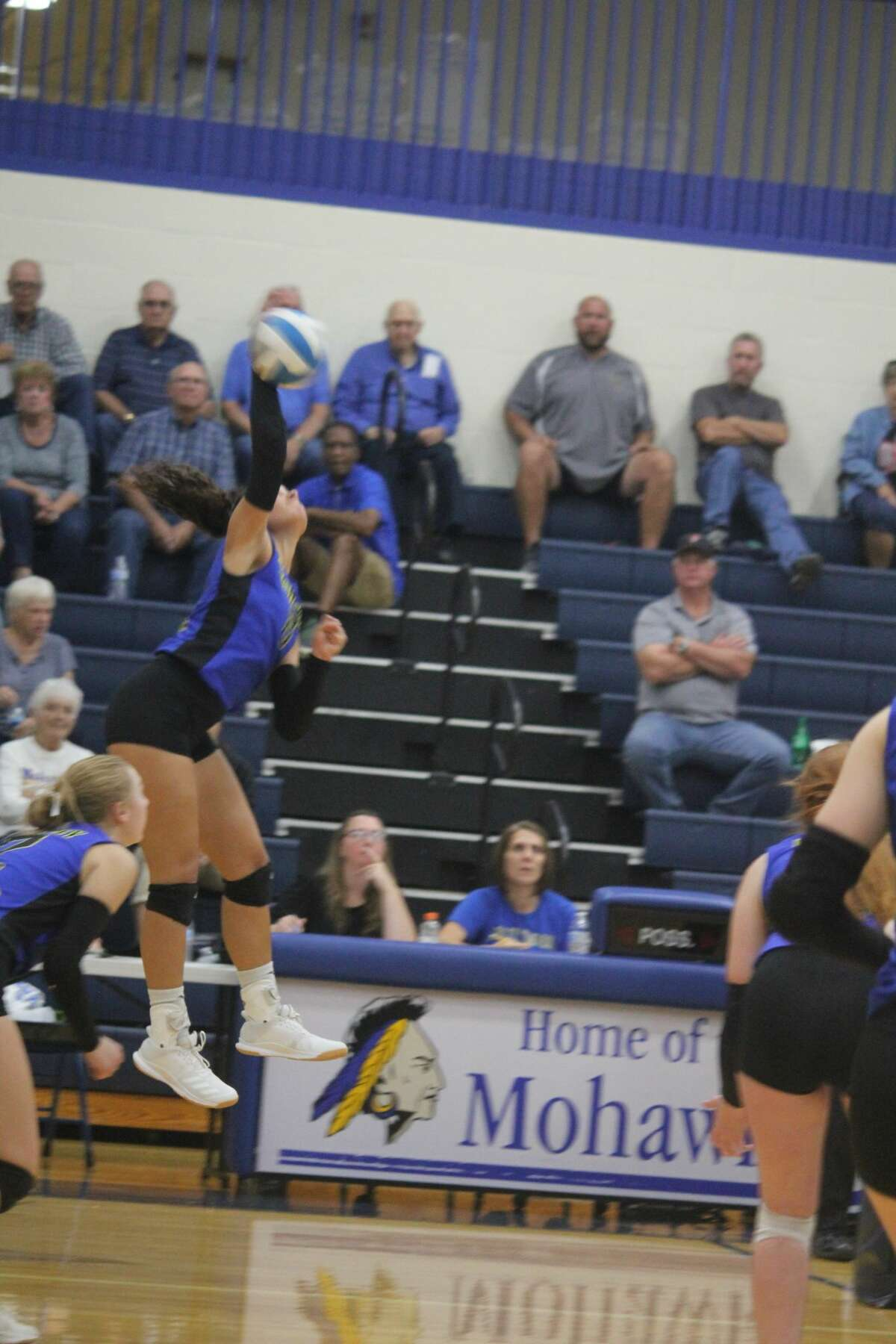 Morley Stanwood won its second match in two nights with a 2-0 sweep over Holton on Wednesday.